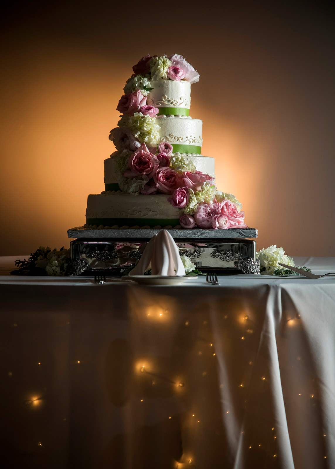 cake twinkle lights