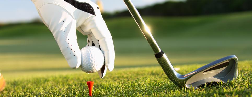 placing-golf-ball-on-tee